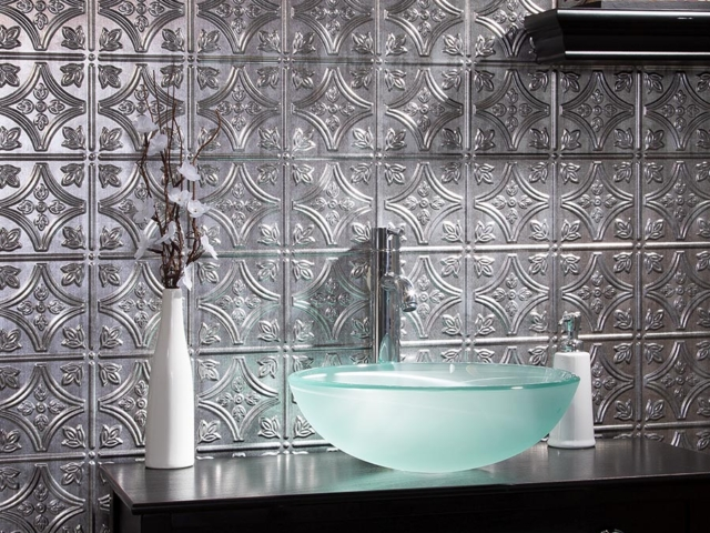 Traditional 1 wall panel in Crosshatch Silver